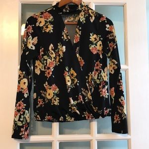 Discreet blouse,soft material, new condition sz sm